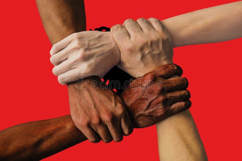 Bandera de Albania, integraci?n de un grupo multicultural de gente joven imagenes de archivo