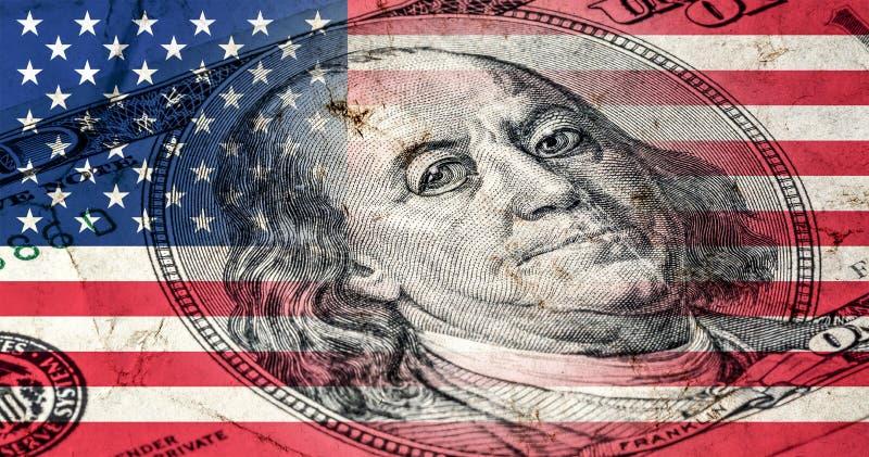 Bandera de América con vieja textura del grunge y retrato de Benjamin Franklin en cientos dólares libre illustration