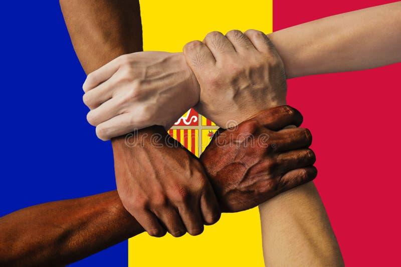 Bandera de Andora, integraci?n de un grupo multicultural de gente joven imagenes de archivo