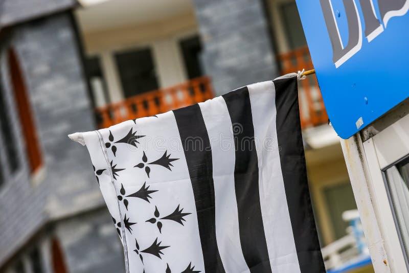 Bandera de Bretaña del francés atada a una pared fotos de archivo libres de regalías