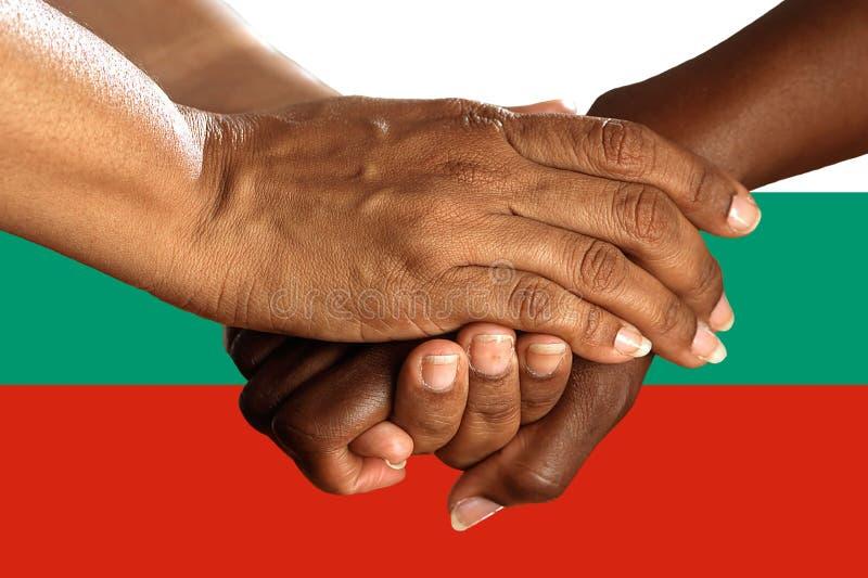 Bandera de Bulgariai, integraci?n de un grupo multicultural de gente joven fotos de archivo libres de regalías