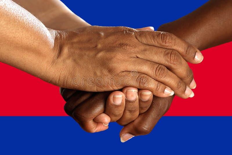 Bandera de Camboya, integración de un grupo multicultural de gente joven fotografía de archivo libre de regalías