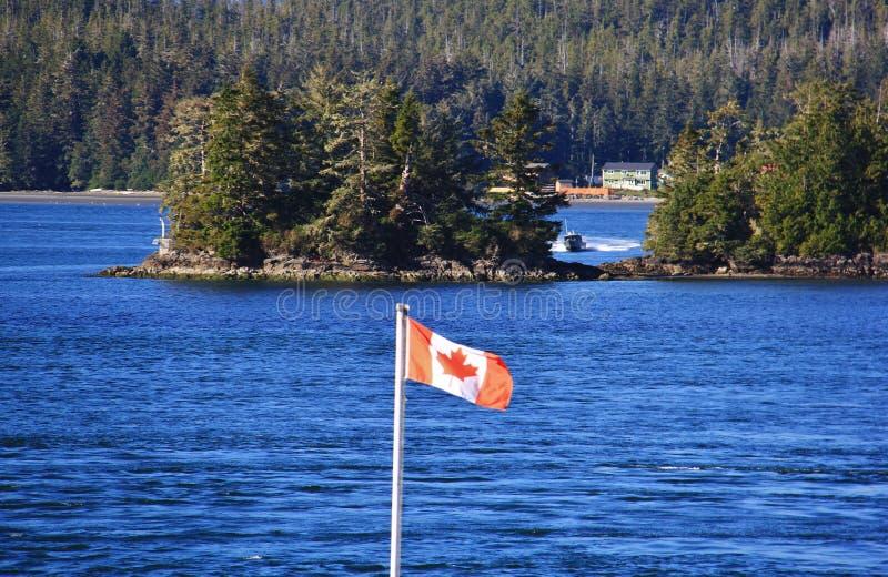 Bandera de Canadá, Océano Pacífico hermoso, Tofino, isla de Vancouver, Columbia Británica, Canadá foto de archivo