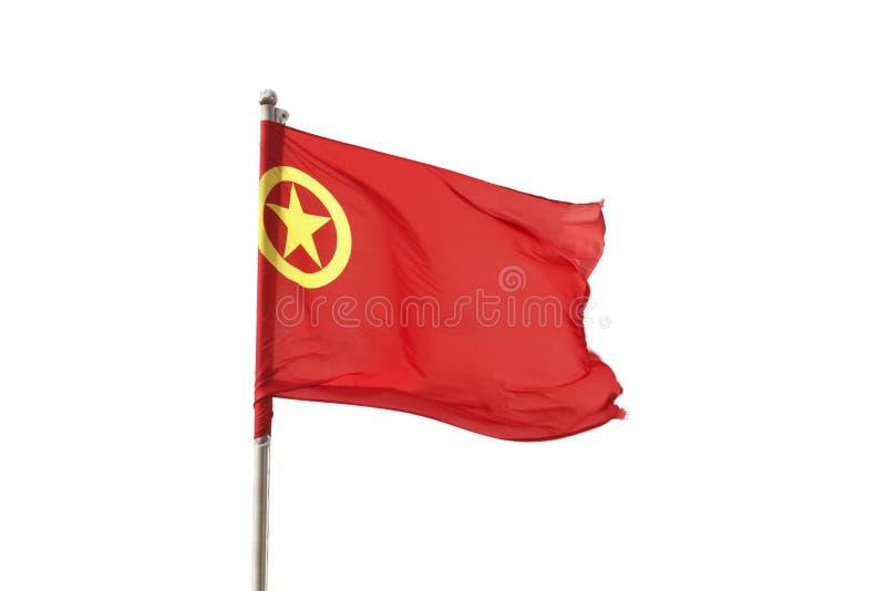 Bandera de China que sopla en el viento encima de la montaña del dragón del jade imágenes de archivo libres de regalías