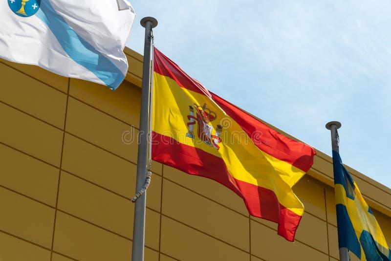 Bandera de España en asta de bandera fotos de archivo