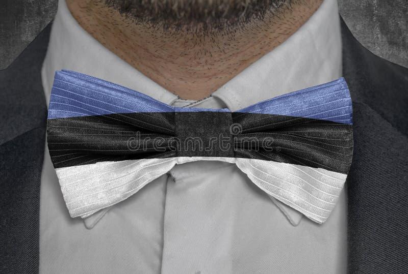 Bandera de Estonia del país en el traje del hombre de negocios del bowtie ilustración del vector