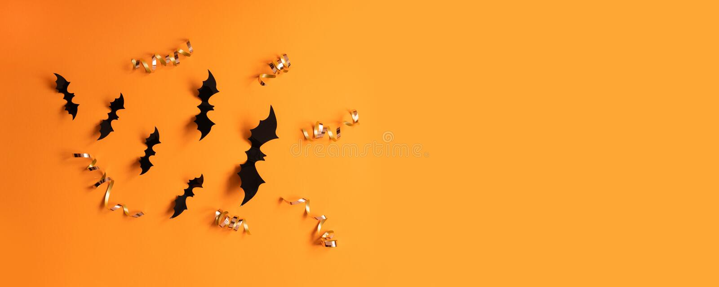 Bandera de Halloween con negro pero en un fondo anaranjado, visión superior imagenes de archivo
