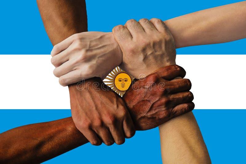 Bandera de la Argentina, integraci?n de un grupo multicultural de gente joven fotografía de archivo