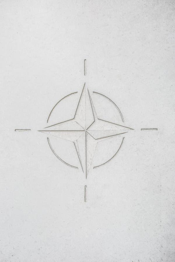Bandera de la OTAN como una tabla o fondo concreta fotos de archivo libres de regalías