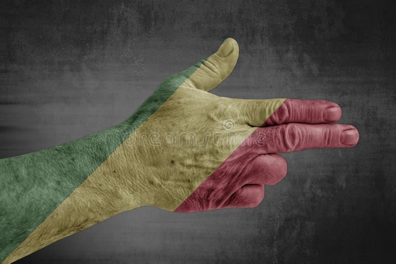 Bandera de la república de Congo pintada en la mano masculina como un arma foto de archivo
