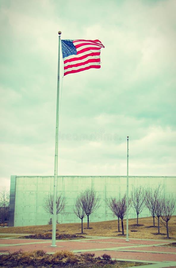 Bandera de los E.E.U.U. en Liberty Park 9/11 monumento - vintage fotos de archivo libres de regalías