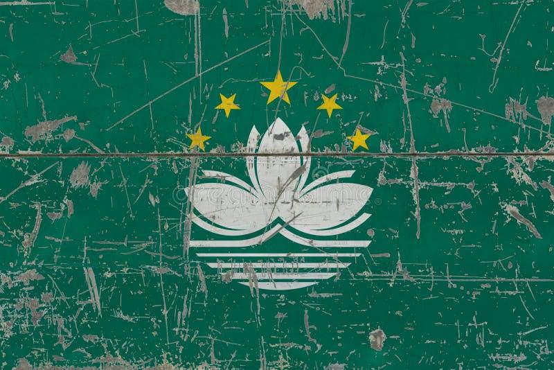 Bandera de Macao del Grunge en vieja superficie de madera rasguñada Fondo nacional del vintage imagen de archivo