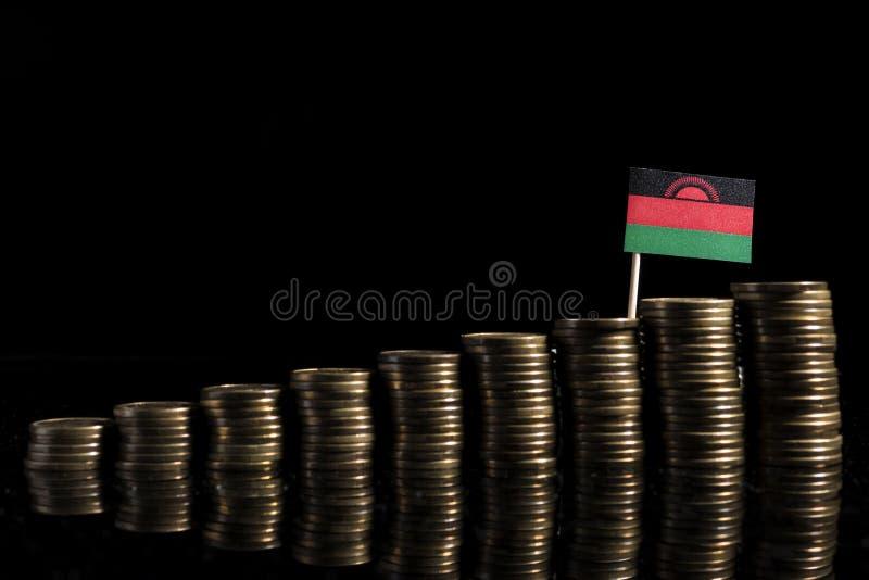 Bandera de Malawi con la porción de monedas aisladas en negro imagenes de archivo