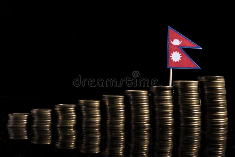 Bandera de Nepal con la porción de monedas en negro imagenes de archivo