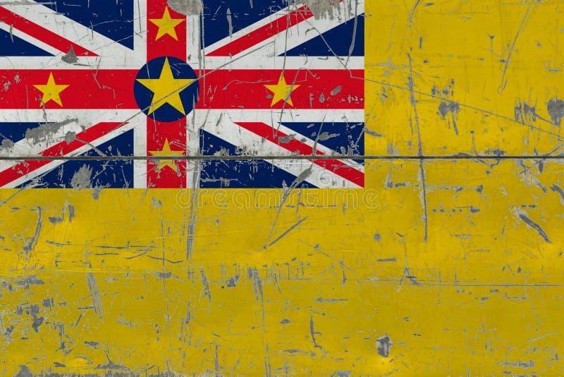 Bandera de Niue del Grunge en vieja superficie de madera rasguñada Fondo nacional del vintage imagenes de archivo