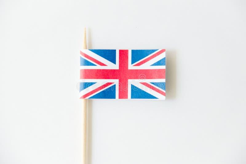 Bandera de papel BRITÁNICA de Inglaterra en el fondo blanco fotografía de archivo