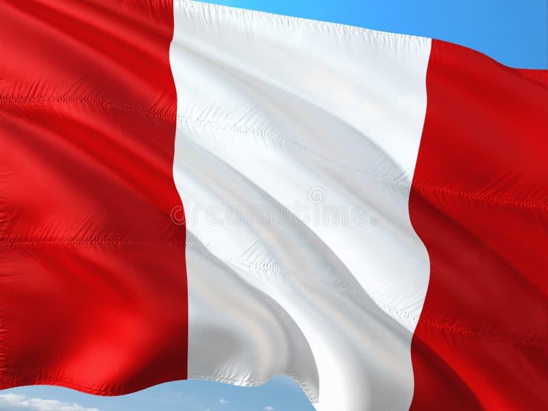 Bandera de Per? que agita en el viento contra el cielo azul profundo Tela de alta calidad imagenes de archivo