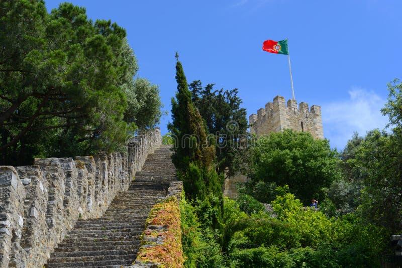 Bandera de Portugal, castillo de São Jorge, Lisboa imagenes de archivo