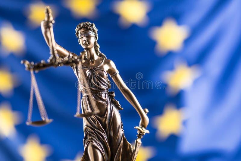 Bandera de señora Justice y de unión europea Símbolo de la ley y de la justicia fotos de archivo libres de regalías