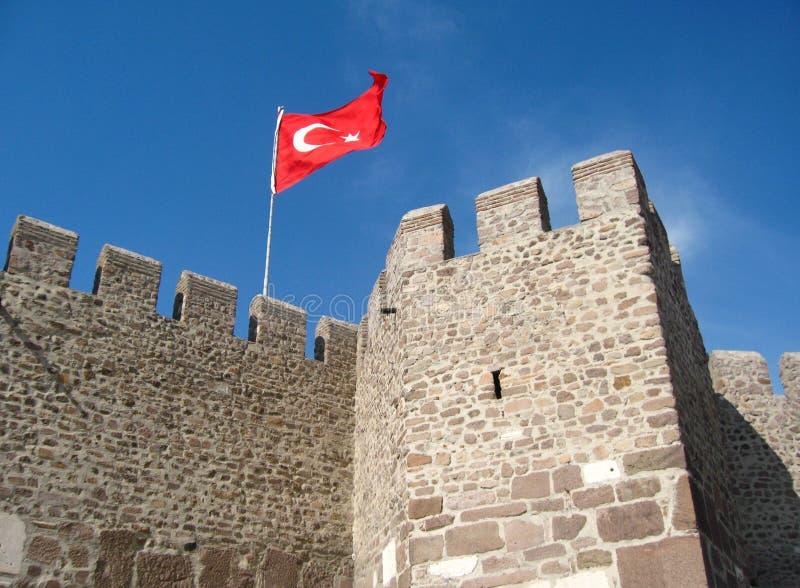 Bandera de Turquía en la pared de la fortaleza fotografía de archivo libre de regalías