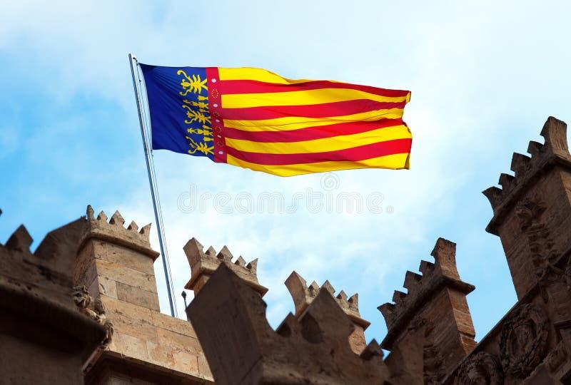 Bandera de Valencia en la parte superior de Lonja de la Seda valencia fotografía de archivo