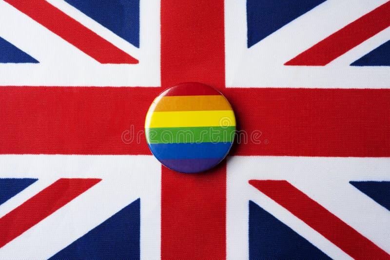 Bandera del arco iris y bandera del Reino Unido fotografía de archivo libre de regalías
