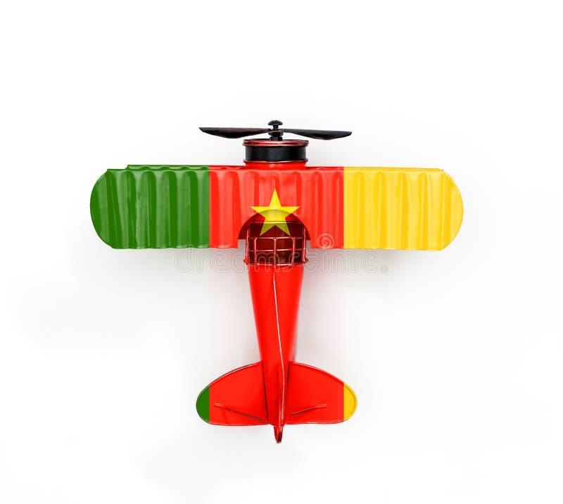 Bandera del avión del juguete del metal del viaje del Camerún aislado en blanco foto de archivo