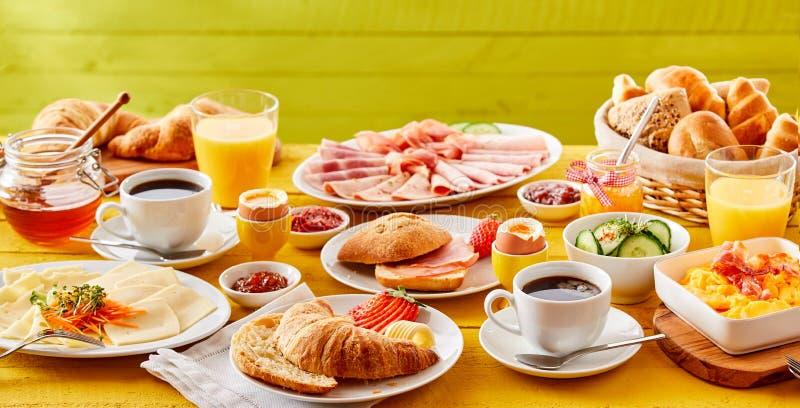 Bandera del desayuno de la primavera con una opción de comidas foto de archivo