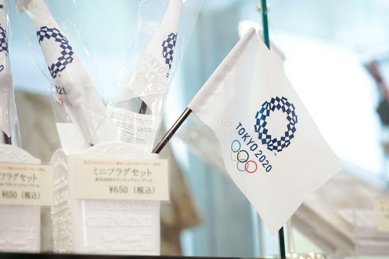 Bandera del juego olímpico 2020 Bandera de Tokio 2020 imagenes de archivo