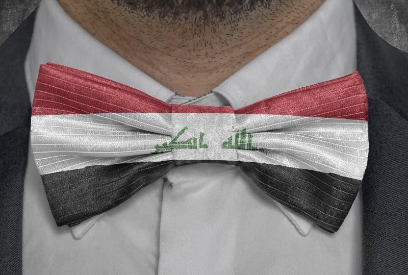 Bandera del país Iraq nacional en el traje del hombre de negocios del bowtie fotos de archivo libres de regalías
