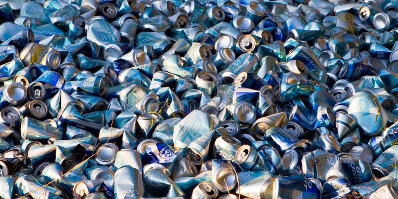 Bandera descargada de las latas de cerveza imágenes de archivo libres de regalías