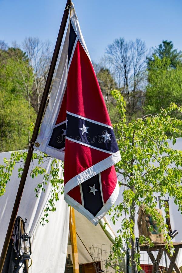 Bandera en el acampamento confederado fotografía de archivo