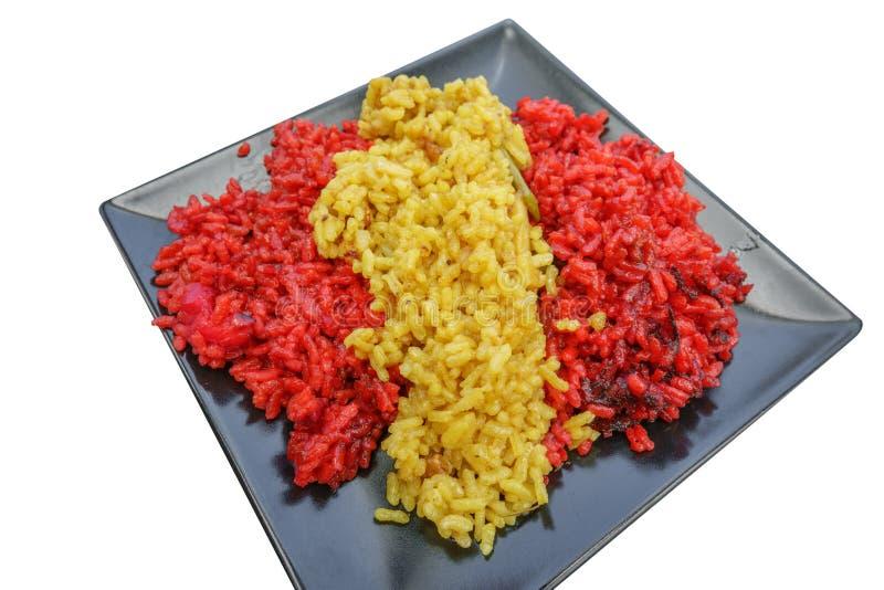 Bandera española de la perspectiva con la paella aislada en blanco foto de archivo