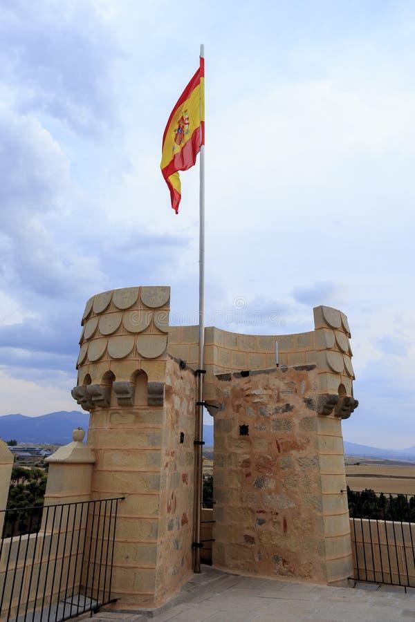 Bandera española en el top de la torre de Alacazar Segovia España foto de archivo