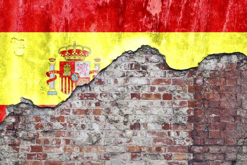 Bandera española en la pared sucia imagen de archivo libre de regalías