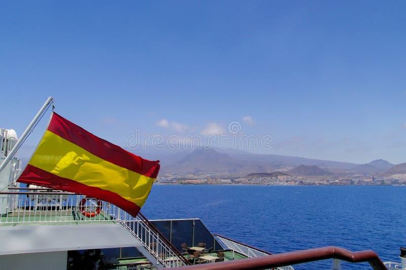 Bandera española en un palo imagenes de archivo