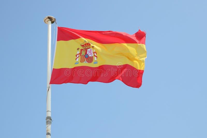Bandera española en una estera en el viento imagen de archivo
