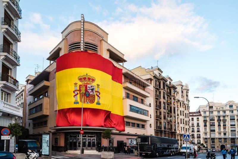 Bandera española grande en el club de Pacha en Madrid foto de archivo libre de regalías