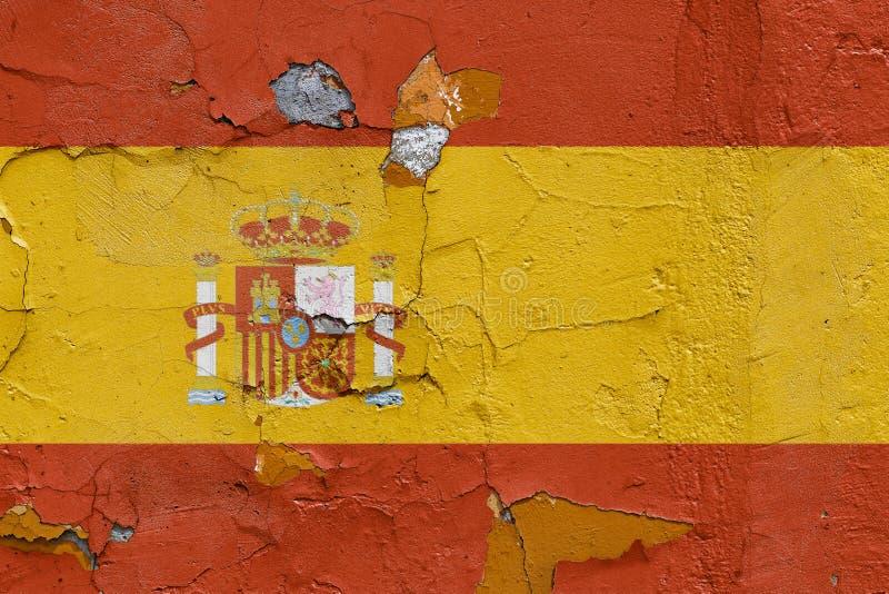 Bandera española pintada en un muro de cemento resistido imagen de archivo