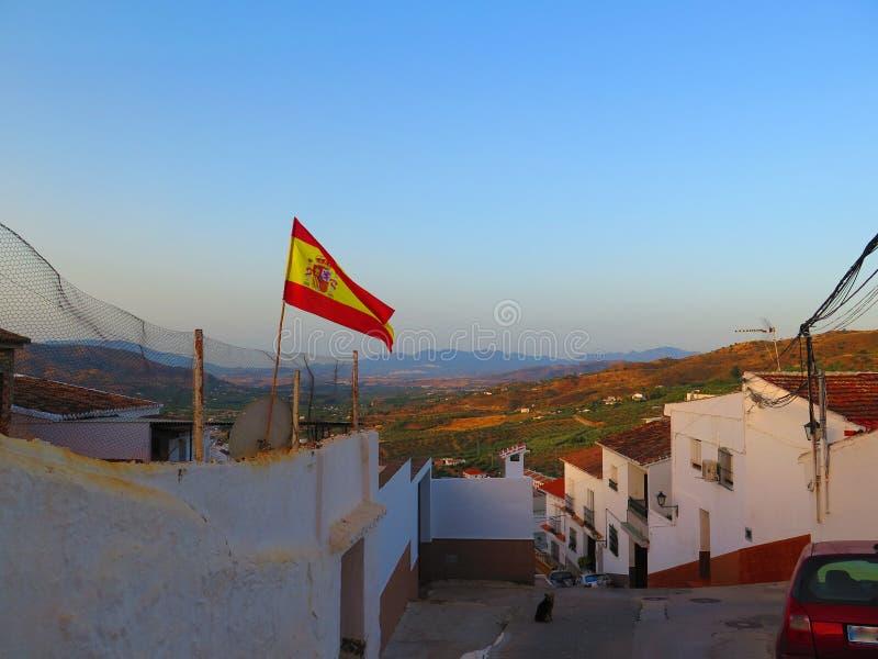 Bandera española que sopla en el viento foto de archivo