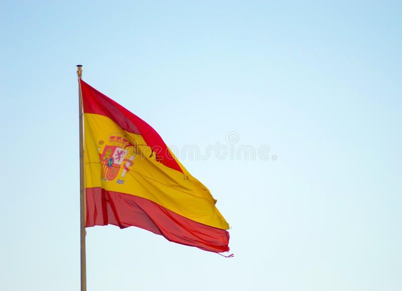 Bandera española que sopla en la brisa de los veranos fotos de archivo libres de regalías