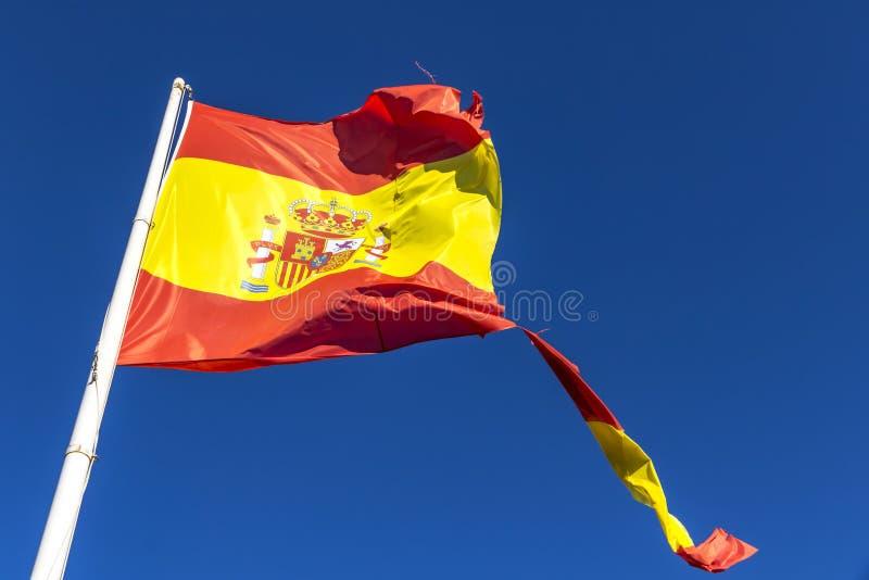 Bandera española rasgada que agita en el viento fotos de archivo libres de regalías