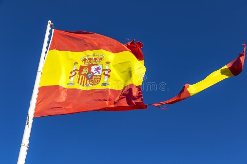Bandera española rasgada que agita en el viento foto de archivo libre de regalías