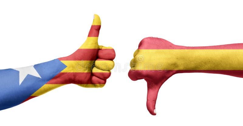 Bandera española y catalana pintada en las manos con los pulgares para arriba foto de archivo libre de regalías