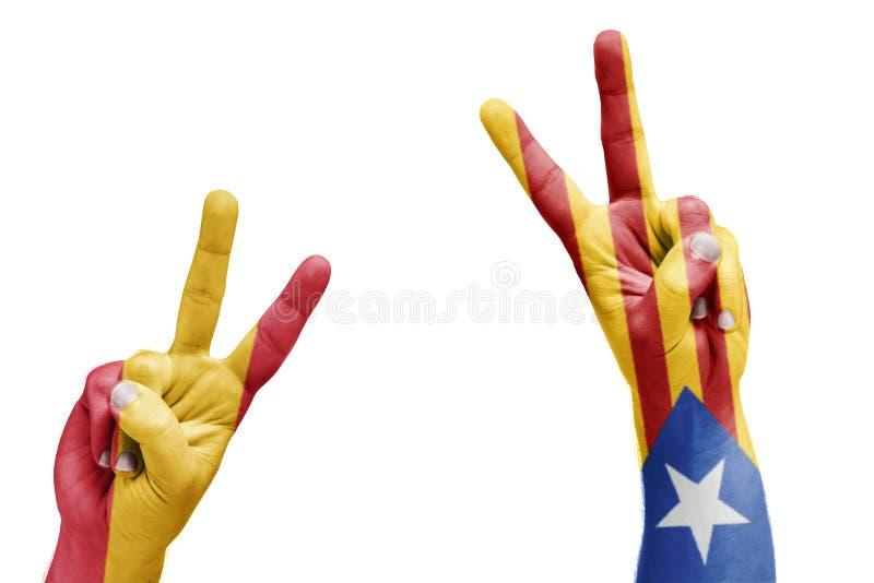 Bandera española y catalana pintada en las manos que celebran la victoria, r imagen de archivo