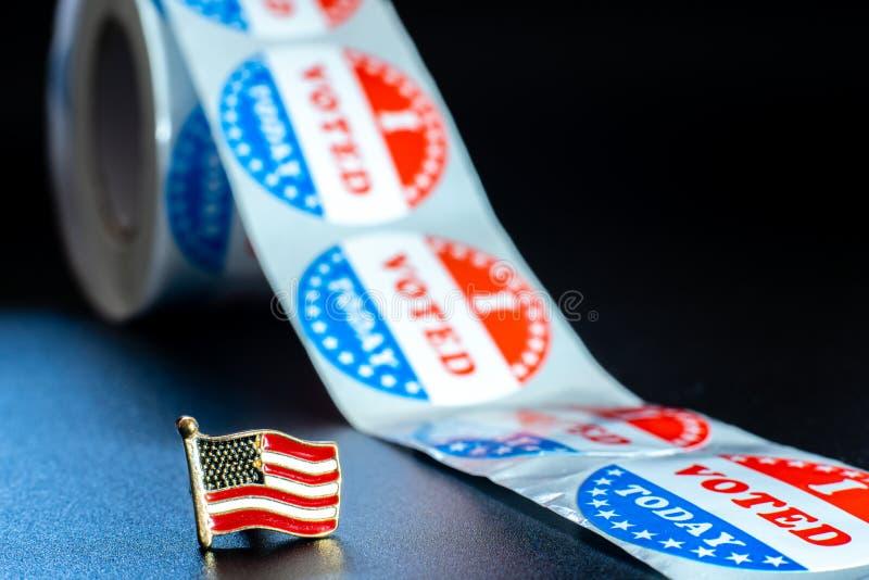 Bandera estadounidense en mi voto hoy stickers, motivo patriótico durante las elecciones del presidente norteamericano fotos de archivo libres de regalías