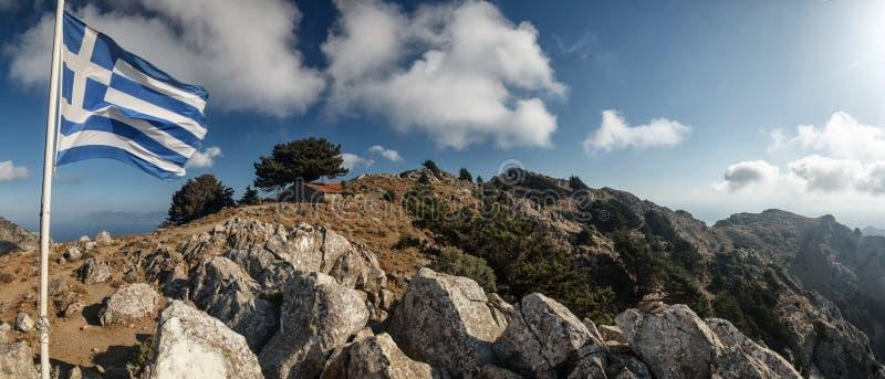 Bandera griega en el top de Kos fotografía de archivo