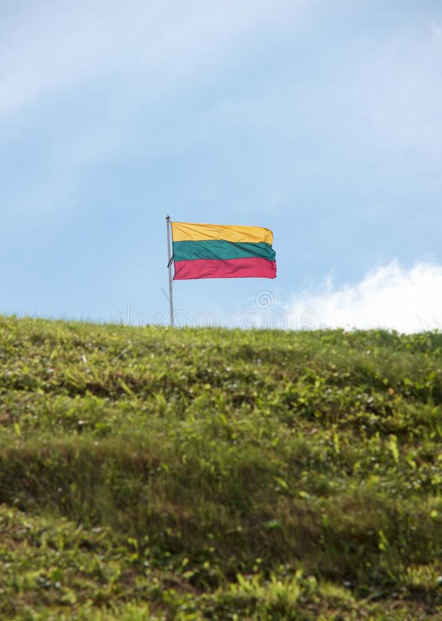 Download Bandera Lituana En Fondo Del Cielo Imagen de archivo - Imagen de muestra, estado: 41910917