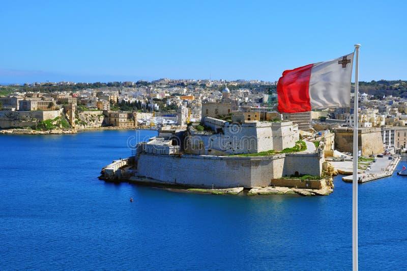Bandera maltesa en La Valeta foto de archivo