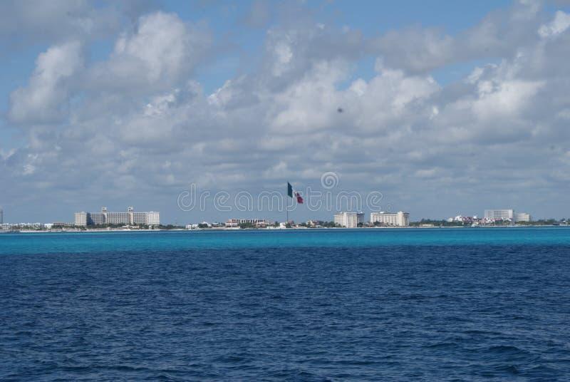 Bandera Mexico Playa. Bandera de Mexico vista desde el mar haciendo contraste al centro stock photography